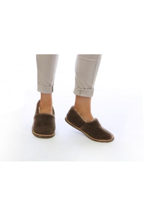 Тапочки-туфли из шерсти коричневые
